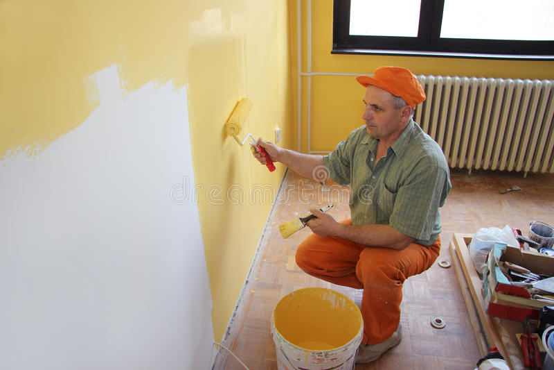 Pintor en la acción foto de archivo