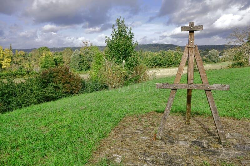 Pintor Wood Easel Monument y valle de río Sena imagen de archivo libre de regalías