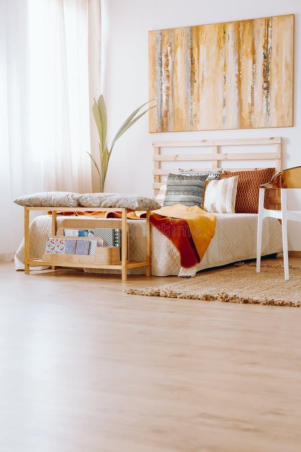 Pintura acima da cama imagem de stock royalty free
