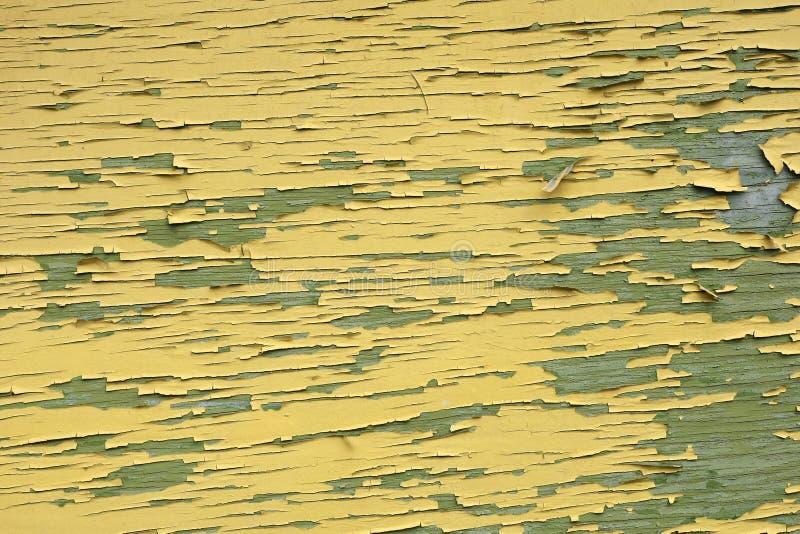Pintura agrietada vieja en una madera imagen de archivo