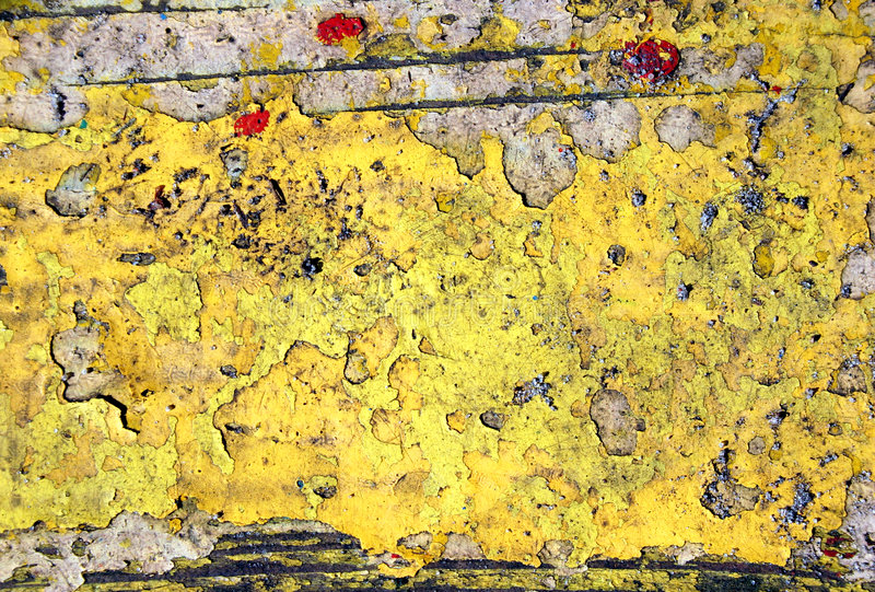 Pintura amarela na madeira foto de stock