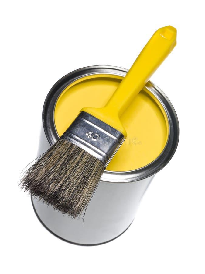A pintura amarela pode e escova fotografia de stock royalty free
