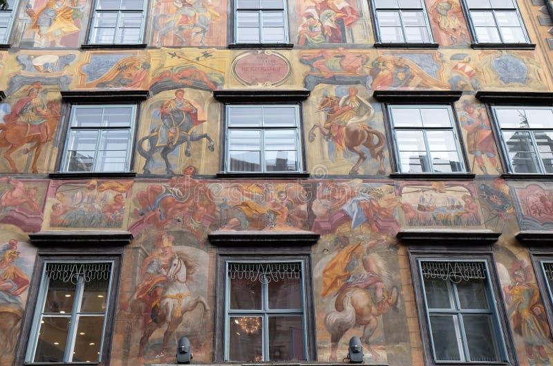 Pintura barroco da fachada no Grazer Herrengasse em Graz imagem de stock