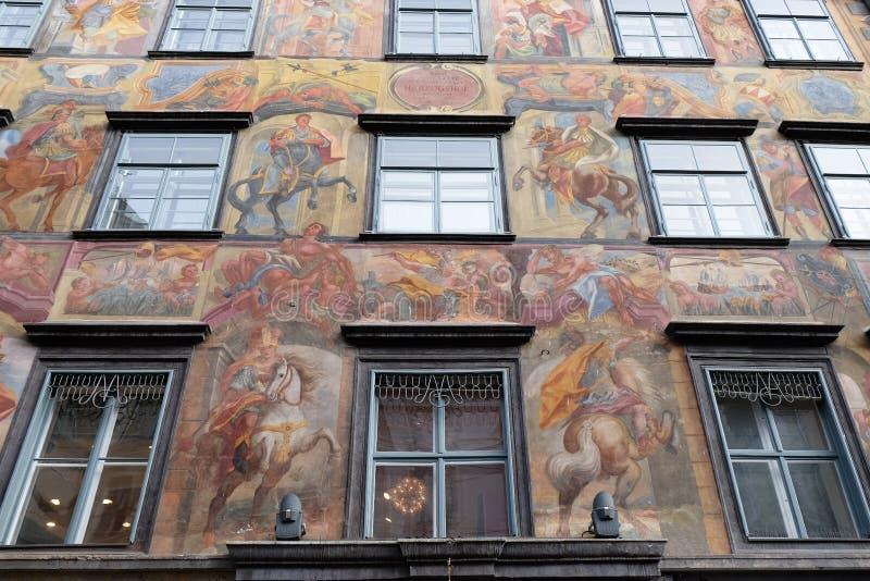 Pintura barroco da fachada no Grazer Herrengasse em Graz imagens de stock