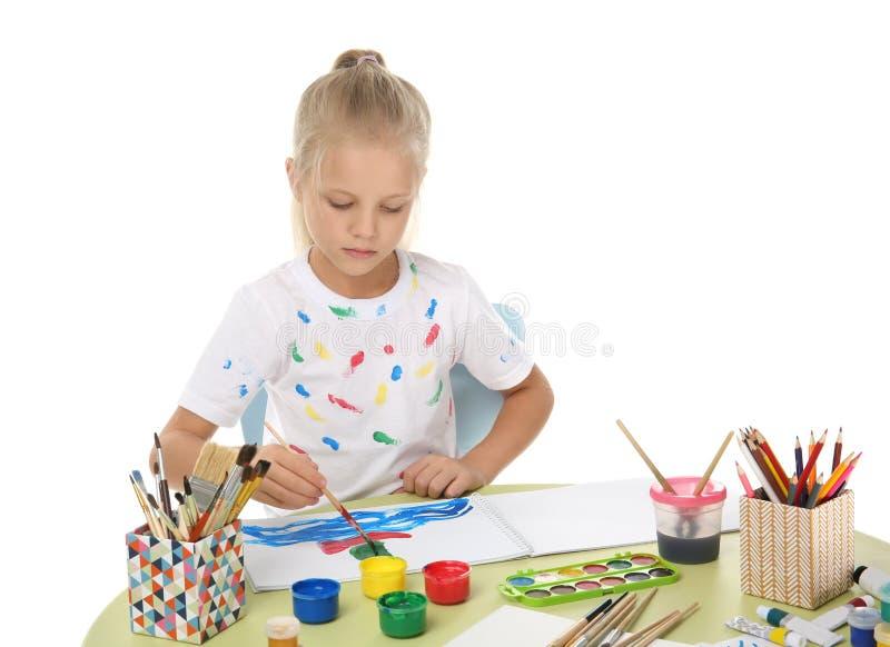 Pintura bonito da menina na tabela fotos de stock