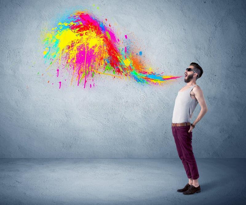 Pintura colorida de grito del individuo del inconformista en la pared fotografía de archivo libre de regalías