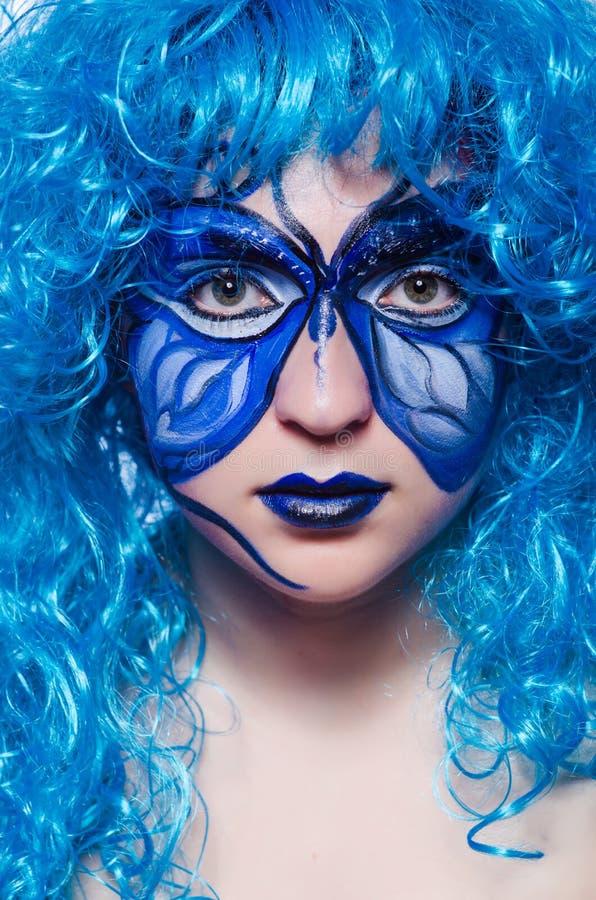 A pintura da cara da mulher com borboleta fotografia de stock royalty free