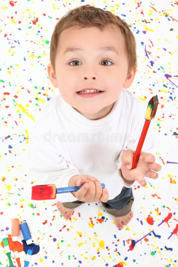 Pintura da criança do menino fotografia de stock