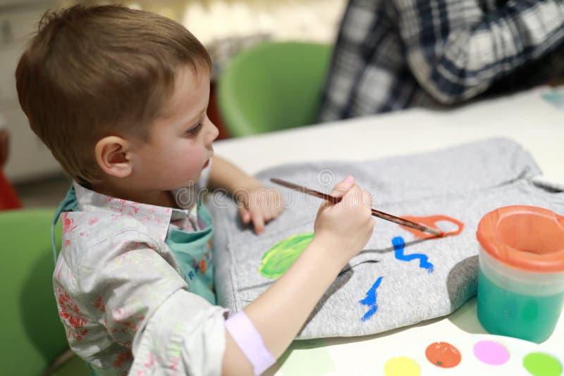 Pintura da criança hoody foto de stock