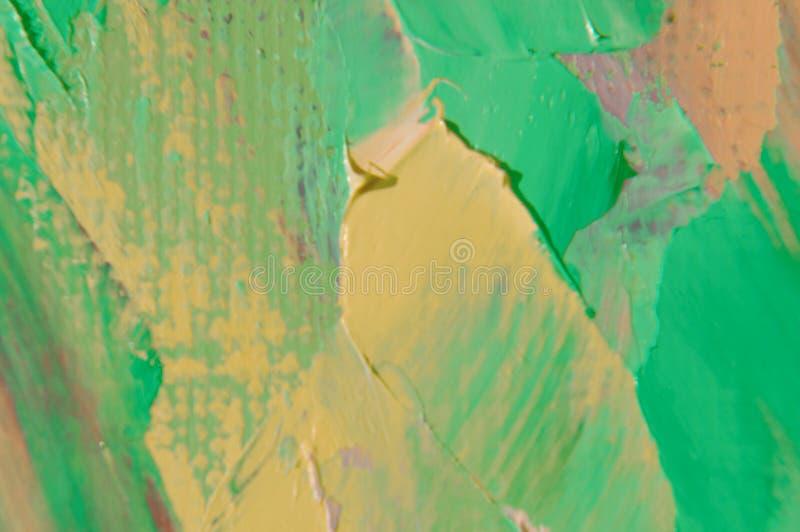 A pintura de óleo na lona é escrita pela faca de paleta Close up de uma pintura pela faca do óleo e de paleta na lona imagem de stock