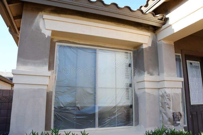 Pintura de casa exterior imagenes de archivo