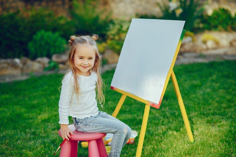 Pintura de la niña foto de archivo