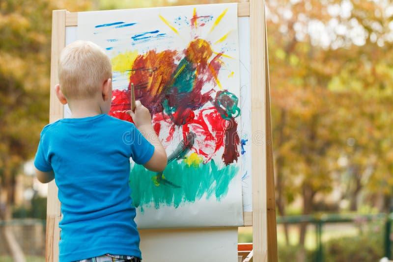 Pintura de Little Boy foto de stock