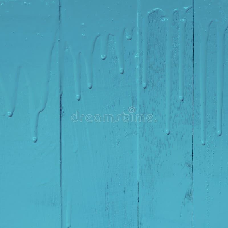 Pintura de pared de madera por la pintura del color de aceite con el modelo de colada de la textura del goteo, 1:1, color azul en foto de archivo libre de regalías