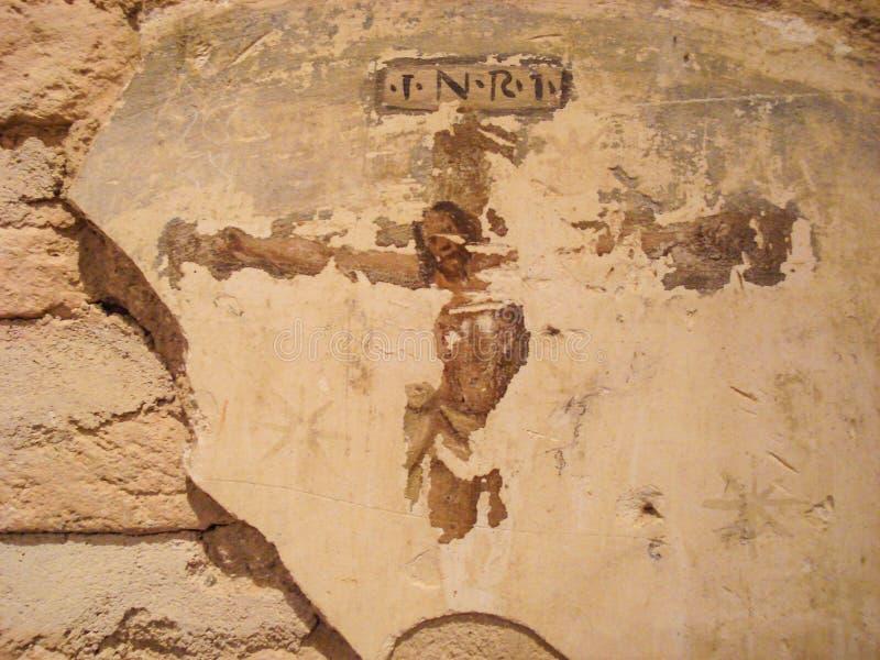 Pintura de parede de Cristo na cruz Você pode ver a imagem mas com deterioração que lhe dá um toque do misticismo para fotografia de stock