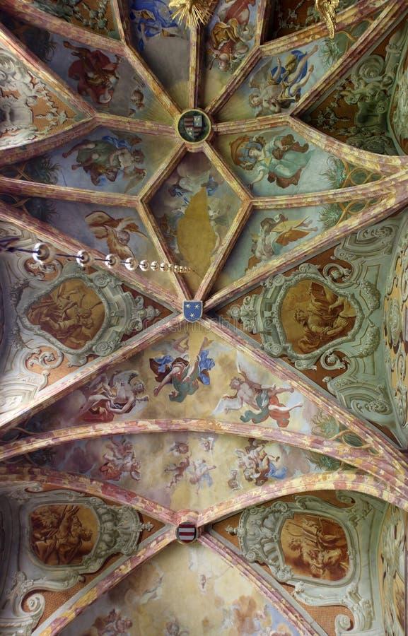 Pintura del fresco en el techo de la iglesia parroquial en Lepoglava, Croacia imágenes de archivo libres de regalías