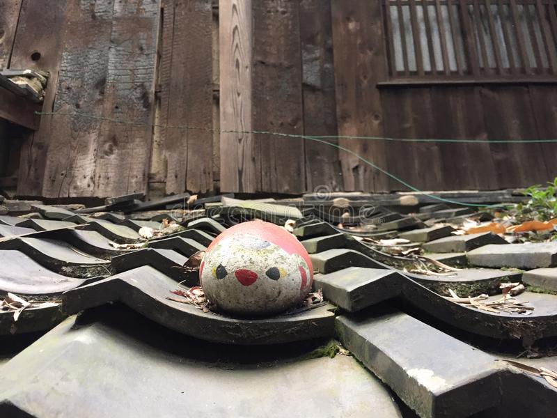 Pintura del gato en una piedra redonda imagen de archivo libre de regalías