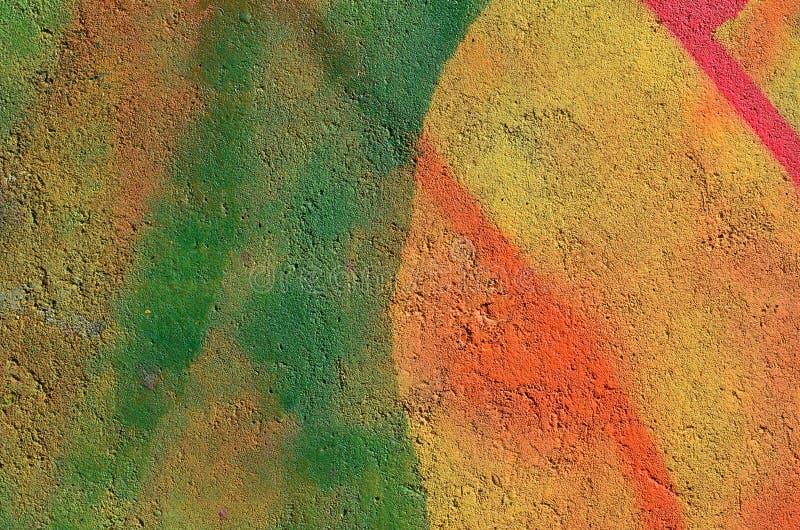 Pintura del multicolor en el hormigón imagenes de archivo