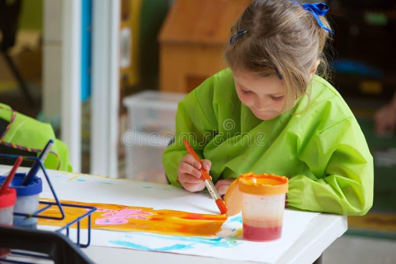 Pintura del niño fotos de archivo