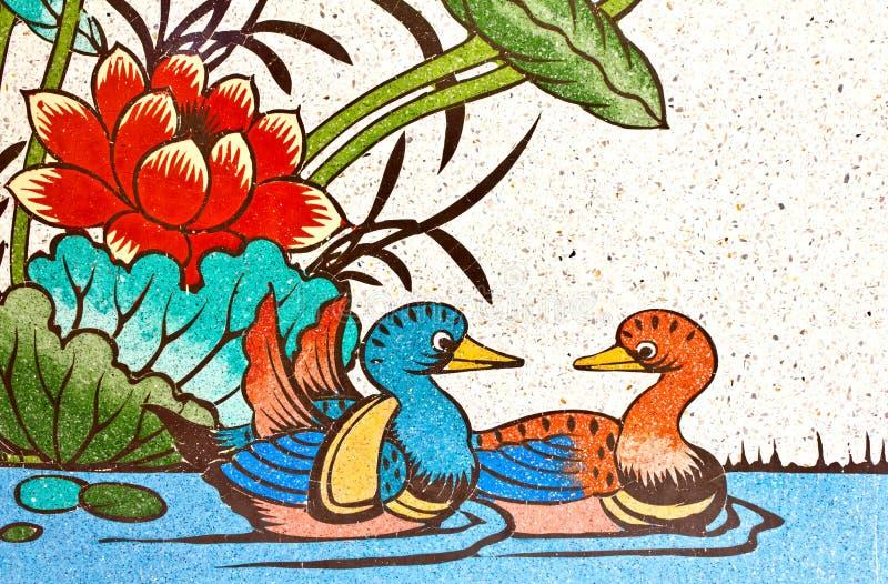 Pintura dos patos e dos lótus na parede imagem de stock