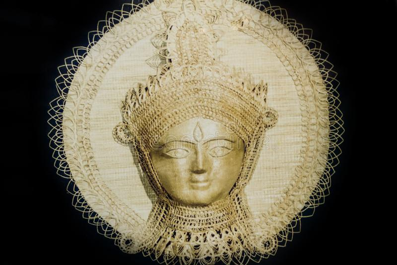 Pintura feito à mão do Batik da terracota na tapeçaria Durga Devi Idol de pano de algodão Decoração Durga da parede Cara dourada  imagem de stock