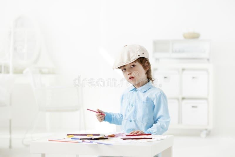 Pintura feliz das crianças dentro foto de stock