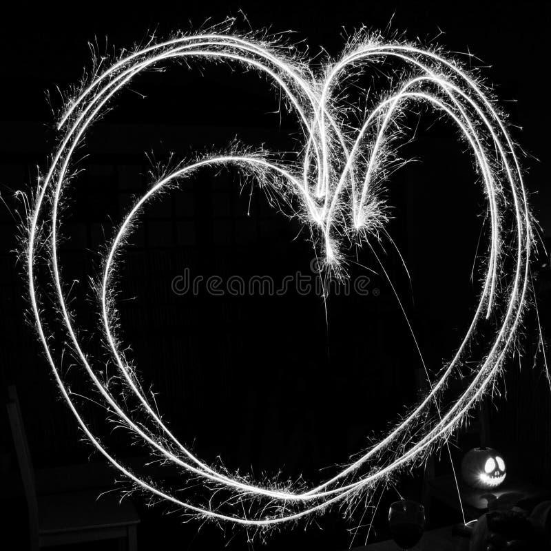 Pintura ligera con las bengalas - corazón en monocromo fotografía de archivo libre de regalías
