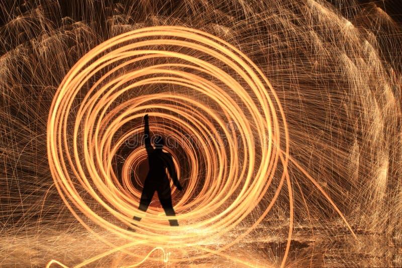 Pintura ligera creativa única con la iluminación del fuego y del tubo foto de archivo libre de regalías