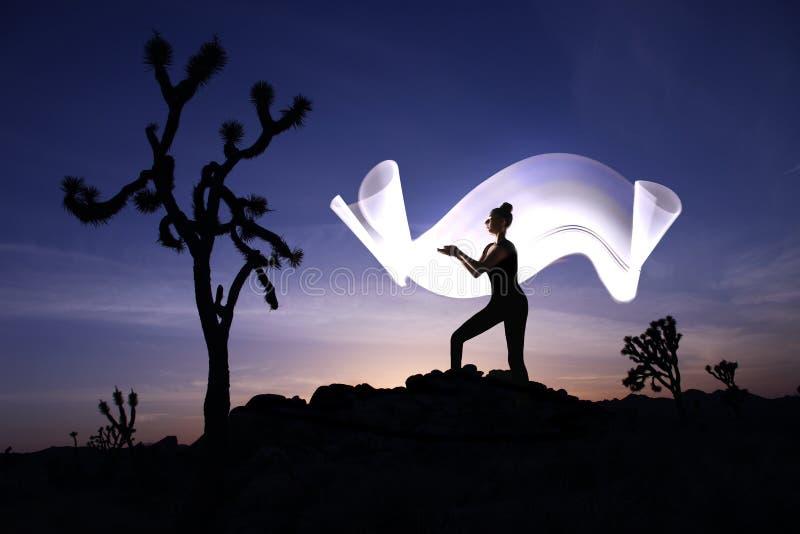 Pintura ligera creativa con la iluminación del tubo de color con paisajes imagen de archivo libre de regalías
