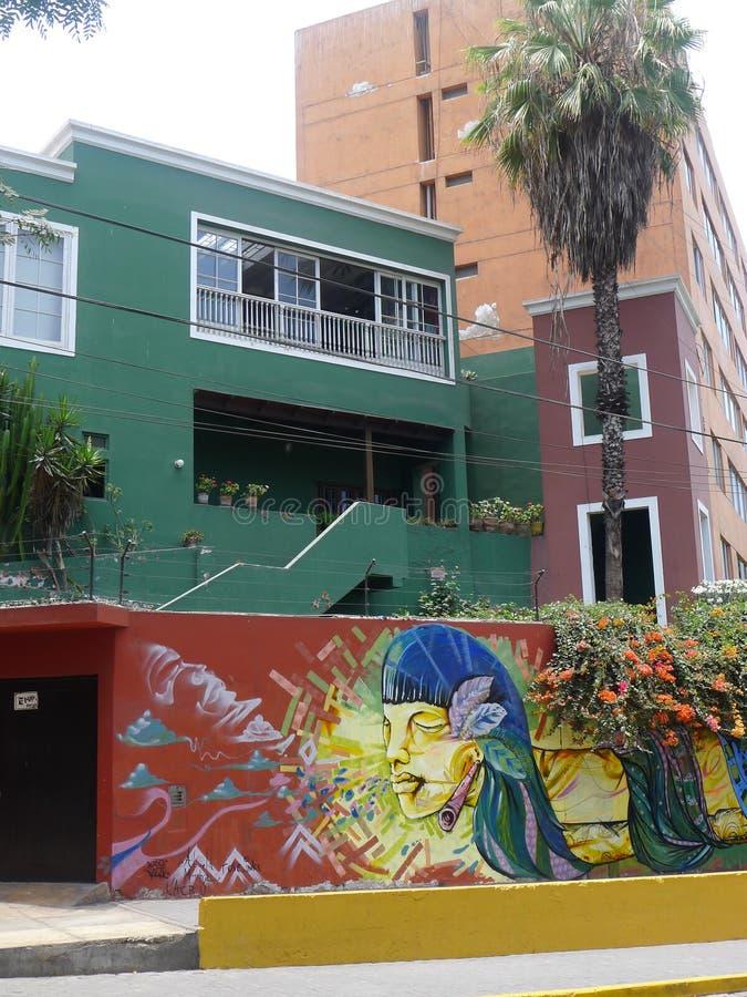 Pintura moderna en una pared en el distrito de Barranco de Lima imagen de archivo libre de regalías