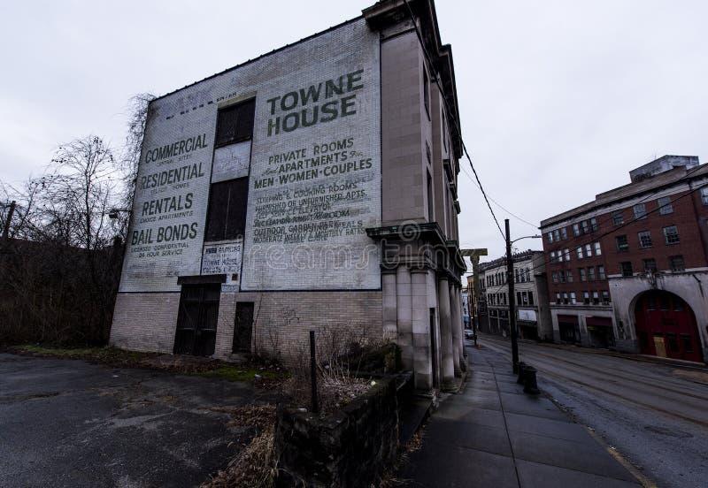 Pintura mural abandonada - Brownsville, Pensilvânia fotos de stock