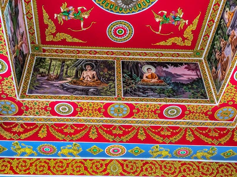 Pintura mural brilhantemente pintada em um teto do templo imagens de stock
