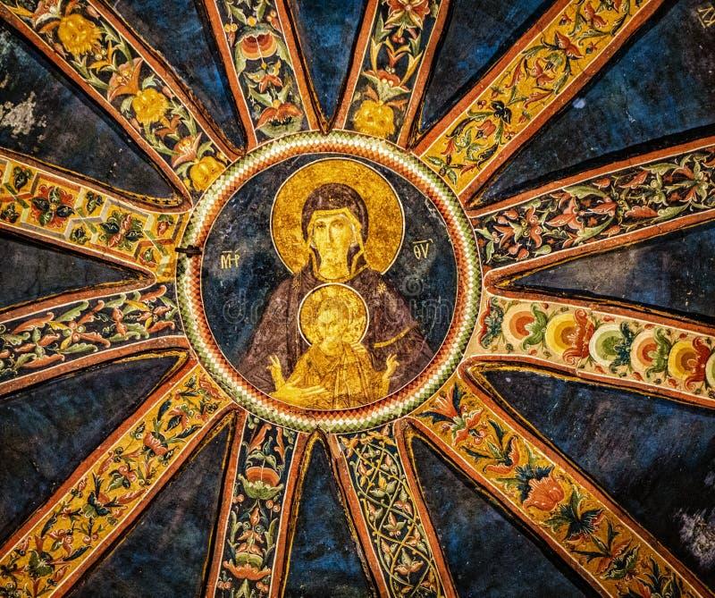 Pintura mural da folha de ouro no teto da igreja Católica de Chora fotografia de stock