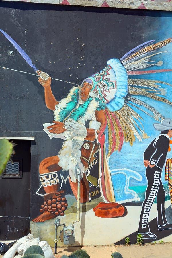 A pintura mural diz a história de povos dos americanos dos mexicanos foto de stock