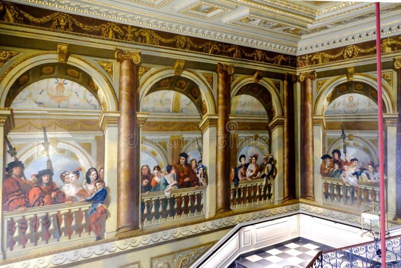 Pintura na escada principal do palácio de Kensington, Londres, Reino Unido imagem de stock royalty free