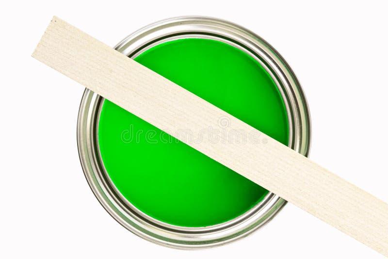 A pintura pode com madeira do stir imagem de stock
