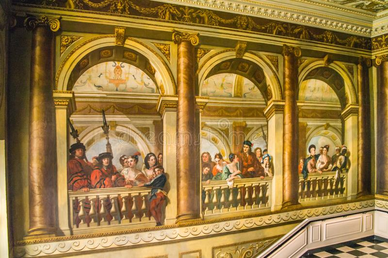 Pintura que decora a parede de Escadaria do rei no palácio de Kensington, Londres fotografia de stock royalty free