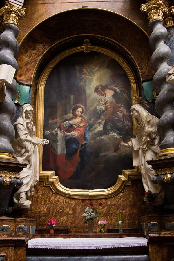 Pintura sagrado quadro por estátuas e por colunas fotografia de stock
