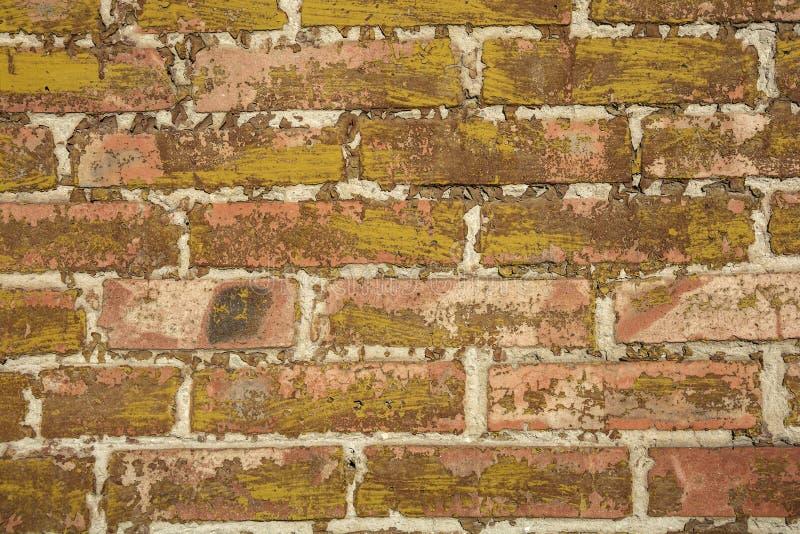 A pintura velha nos tijolos fotos de stock royalty free