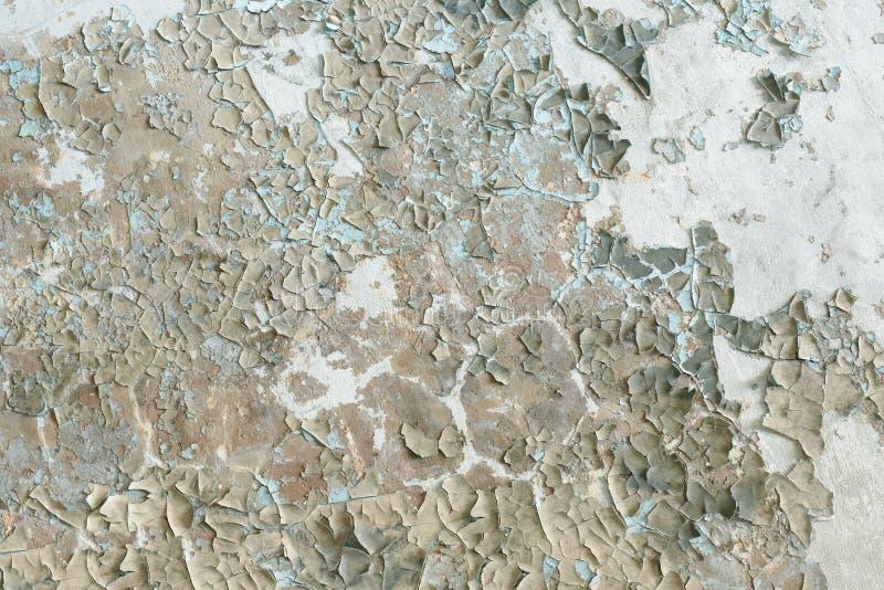 Pintura velha repugnante na parede da construção destruída - backgro foto de stock royalty free
