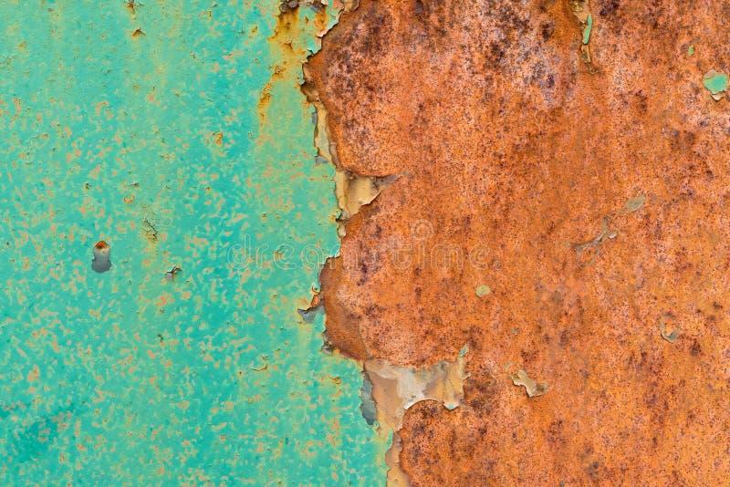 Pintura verde vieja en superficie de metal oxidada fotos de archivo libres de regalías