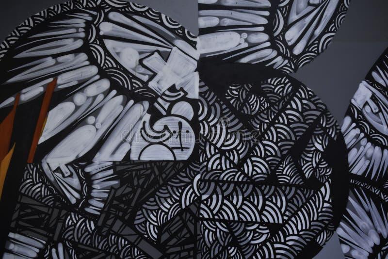 Pinturas abstratas dos grafittis no fundo do muro de cimento imagem de stock