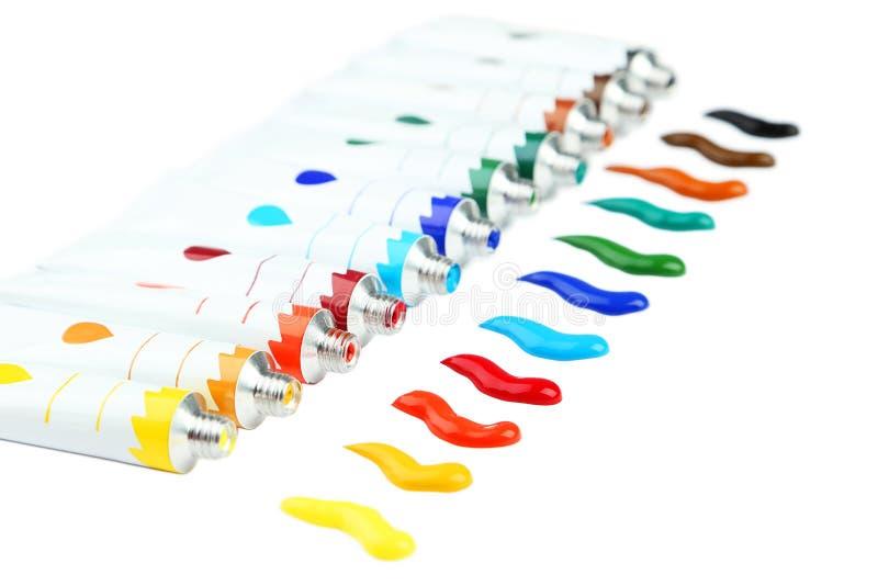Pinturas acrílicas coloridas en tubos en el fondo blanco imágenes de archivo libres de regalías