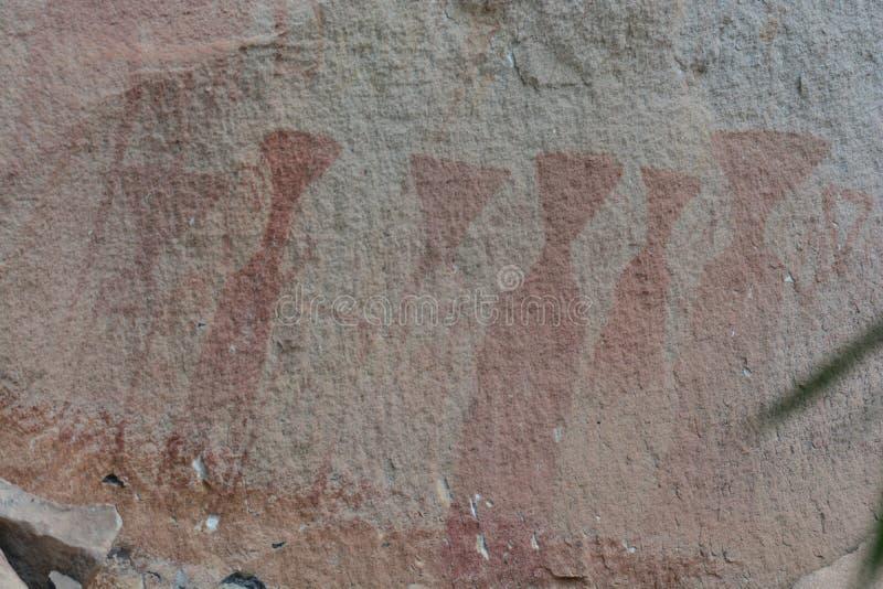 Pinturas de 3.000 años del acantilado imagenes de archivo