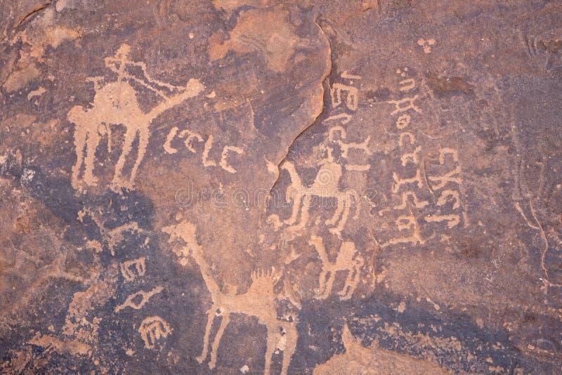 Pinturas de cuevas/arte antiguos de la roca en provincia de la ha 'IL en sitio del patrimonio mundial de la Arabia Saudita foto de archivo