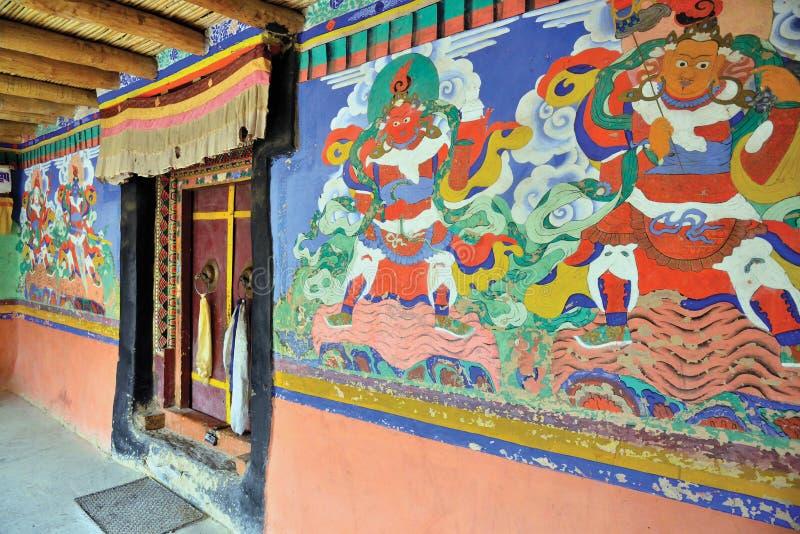 Pinturas de pared budistas en el monasterio de Stongde, Zanskar, Ladakh, Jammu y Cachemira, la India imagen de archivo