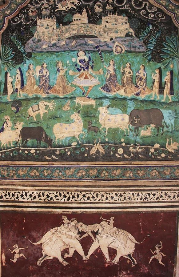 Pinturas de pared coloridas en Chitrashala, palacio de Bundi, la India fotos de archivo libres de regalías