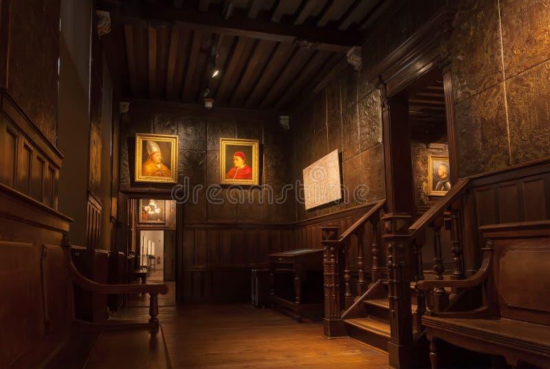 Pinturas dentro do corredor thehistorical do museu de Plantin-Moretus, local da impressão do patrimônio mundial do UNESCO imagens de stock