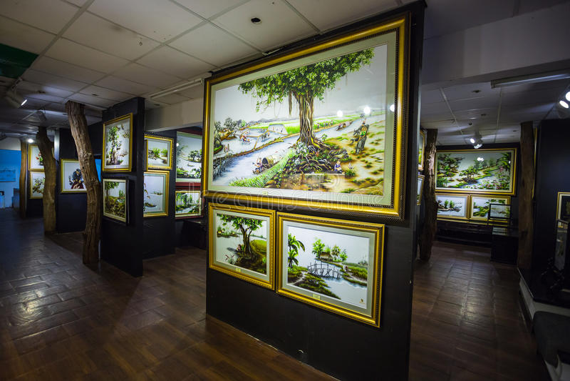 Pinturas en el museo de la seda en Nha Trang fotografía de archivo