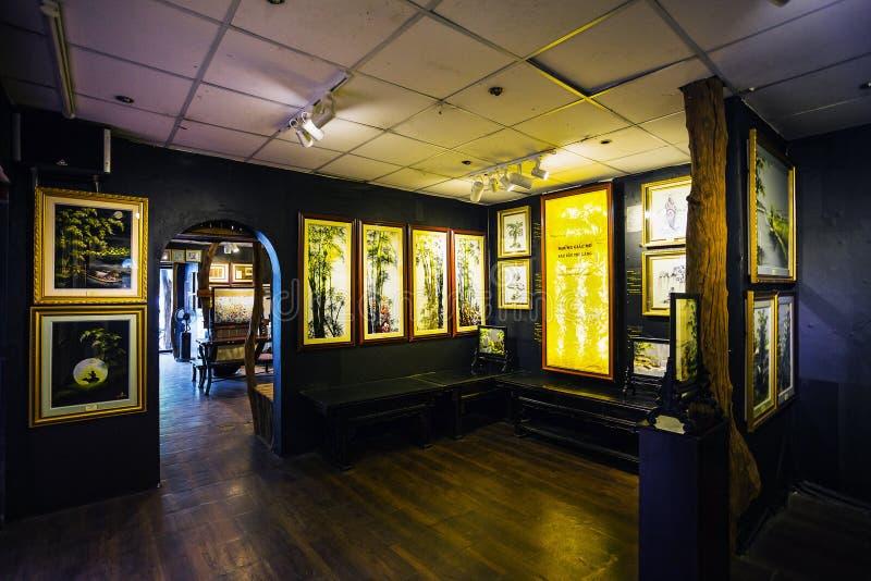 Pinturas en el museo de la seda en Nha Trang imagen de archivo libre de regalías